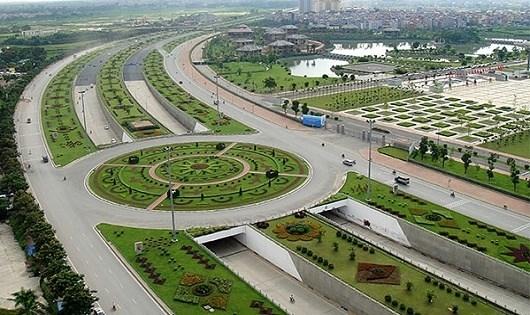 Hà Nội từng phải bỏ ra 53 tỉ/năm cho việc cắt cỏ, tỉa cây đại lộ Thăng Long.