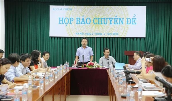 Ông Trần Đức Thắng giải đáp các thắc mắc của phóng viên trong buổi họp.