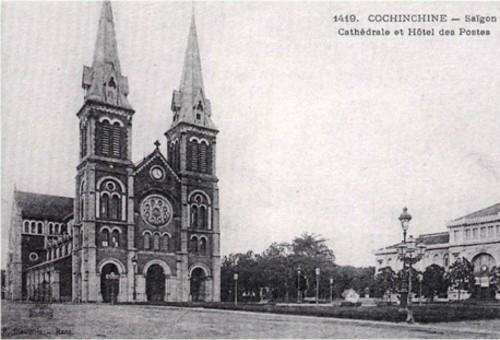 Nhà thờ Đức Bà (quận 1) được xây dựng năm 1877, hoàn thành sau 3 năm và được Tòa thánh Vatican phong lên hàng tiểu Vương cung Thánh đường từ năm 1959. Công trình dài 93 m, rộng 35 m và cao 75 m nằm ngay trung tâm quận 1, TP HCM. Đây là công trình kiến trúc đặc sắc từ thời Pháp thuộc do kiến trúc sư J.Bourard thiết kế. Toàn bộ vật liệu xây dựng từ xi măng, sắt thép đến ốc vít được cho là mang từ Pháp sang. Không như những nhà thờ khác tại TP HCM, nhà thờ Đức Bà không có vòng rào hoặc bờ tường bao quanh.