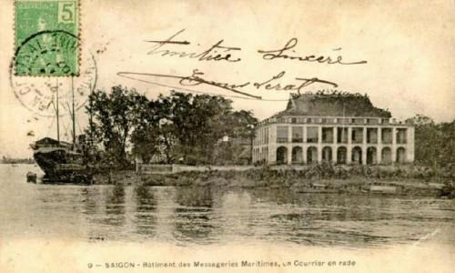 Bến Nhà Rồng nay là Bảo tàng Hồ Chí Minh, khởi đầu là một thương cảng lớn nằm trên sông Sài Gòn. Công trình được xây dựng vào năm 1862 - 1864, trên khu vực gần cầu Khánh Hội, nay thuộc quận 4. Theo ghi chép của cố học giả Vương Hồng Sển, nơi đây từng là trụ sở của Tổng Công ty Vận tải Hoàng Đế (Messageries Impériales) và trên nóc tòa nhà này có gắn đôi rồng bằng đất sét nung tráng men xanh theo mô típ