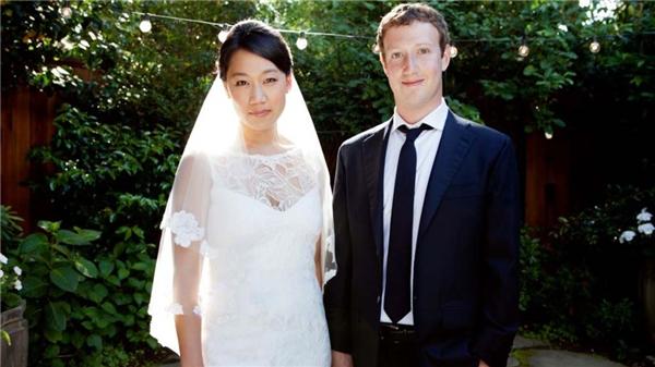 Ngày 19/5/2012, chàng tỷ phú Mark Zuckerber kết hôn với bạn gái thuở