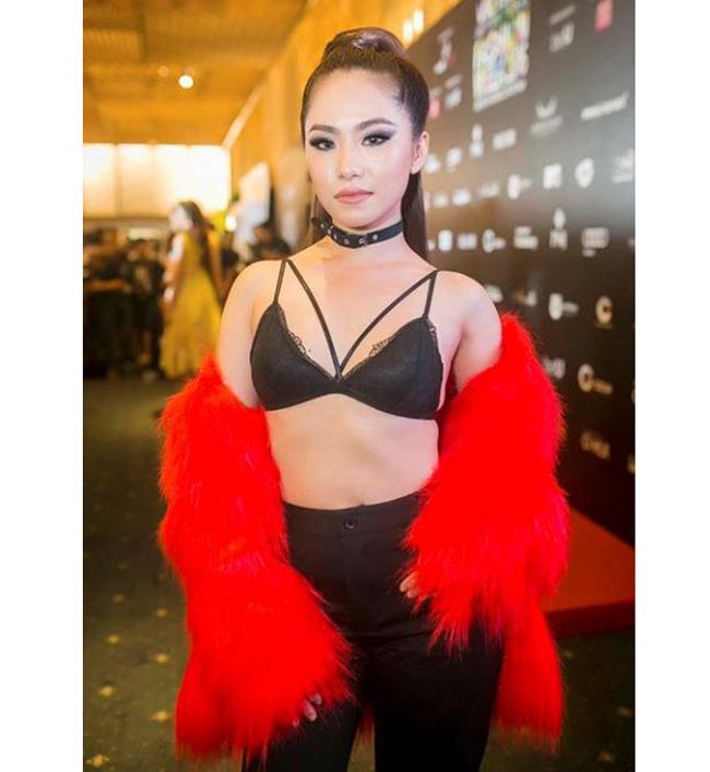 Lương Bích Hữu gây bất ngờ khi ăn mặc táo bạo đến dự một sự kiện thời trang.