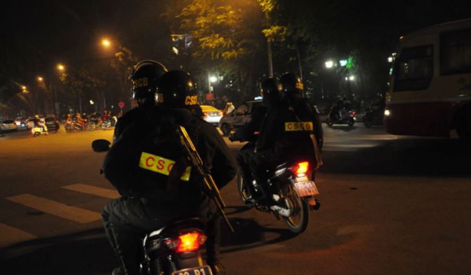 Công an Hà Nội ra quân tổng kiểm tra hành chính ban đêm