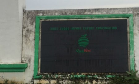 Tài sản của Cty Hồng Ân được gắn tên Cty Khiết Tường và Logo của Khiết tường.