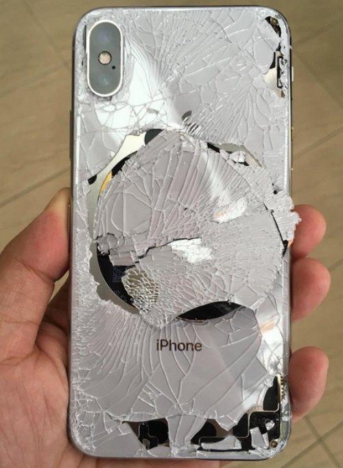 Nếu không sử dụng vỏ bảo vệ cho iPhone X, chúng sẽ tan nát thế này.