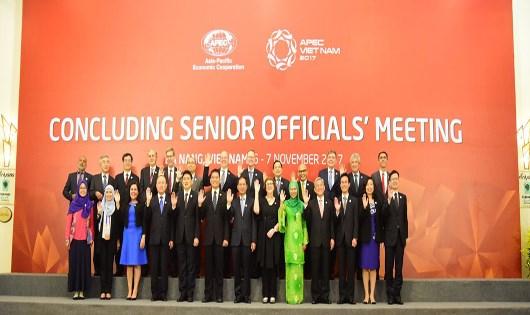 Các quan chức tham dự Hội nghị ngày 6/11.