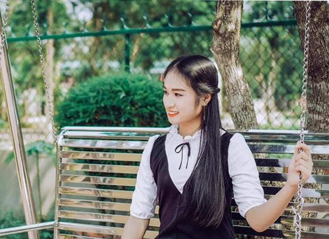 Lê Ngọc, học sinh lớp 11D2 trường THPT Huỳnh Thúc Kháng, TP Vinh, tỉnh Nghệ An. Nữ sinh cover ca khúc