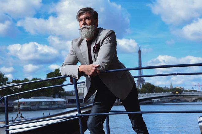 Philippe Dumas - già gân và quyến rũ.