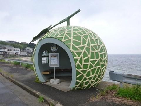Trạm xe buýt hình dưa lưới.
