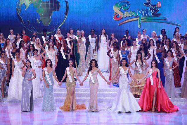 Đỗ Mỹ Linh (váy vàng) cùng 4 đại diện trở thành những Hoa hậu Nhân ái của Miss Worl 2017.