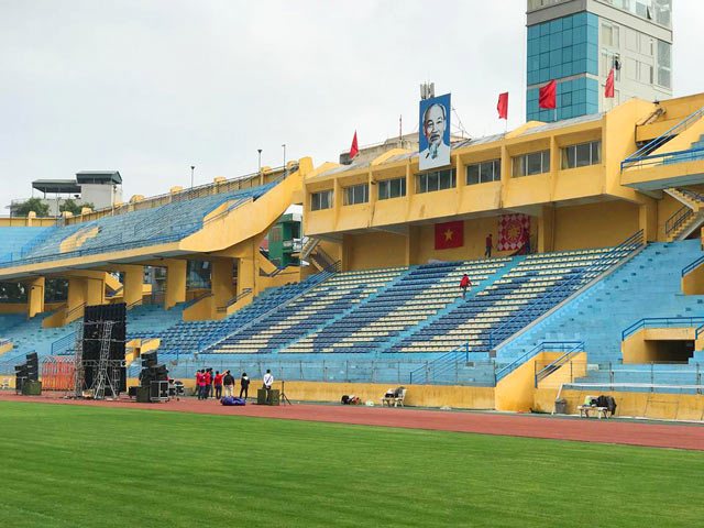 Hội CĐV bóng đá Việt Nam (VFS) thuê hẳn màn hình 300 inch đặt tại SVĐ Hàng Đãy.