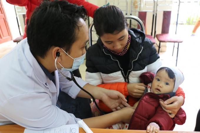 Chăm sóc sức khỏe cộng đồng là nhiệm vụ, cũng là công việc hàng ngày của người bác sĩ. (Ảnh: BV Sản Nhi Quảng Ninh)