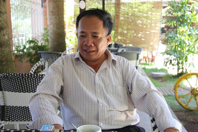 Ông Nguyễn Hữu Hà bị tạm đình chỉ công tác vì bị tố đánh học sinh phải nhập viện.