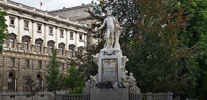 Tượng đài Wolfgang Amadeus Mozart tại Vienna (Áo)