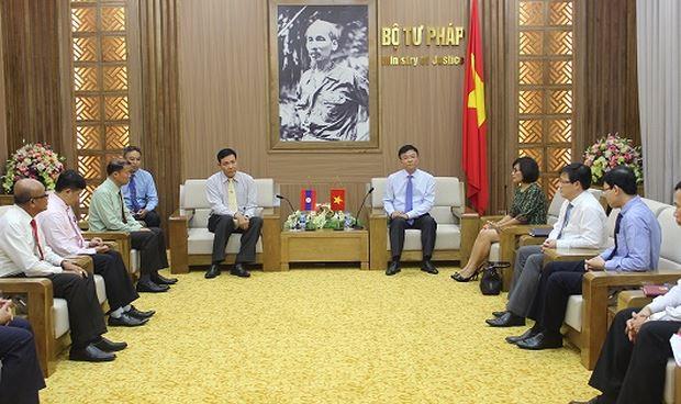 Bộ trưởng Lê Thành Long tiếp Thứ trưởng Bộ Tư pháp Lào Seumsouk Simphavong.