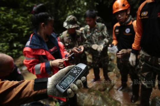 Lực lượng cứu hộ tại hiện trường. Ảnh: Bangkok Post