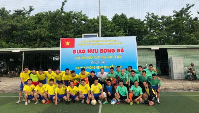 Các cầu thủ 2 CLB tham gia thi đấu.