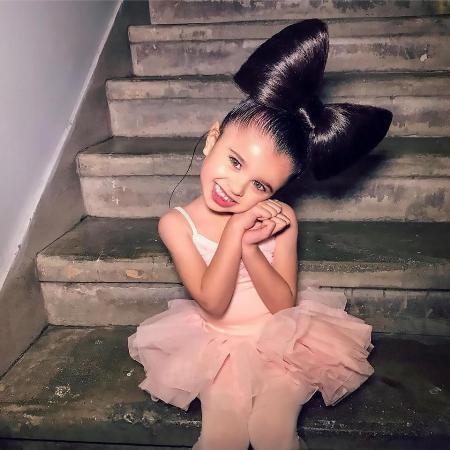 Mia từng xuất hiện trên báo Vogue của Anh.