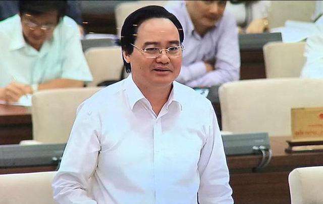 Bộ trưởng GD-ĐT Phùng Xuân Nhạ tại UB Thường vụ Quốc hội.