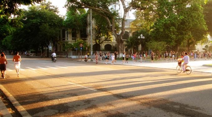 Thủ đô Hà Nội tiếp tục những ngày nắng oi ả. (Ảnh: Báo Giao thông)