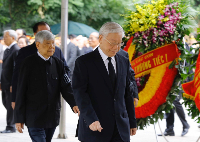 Đoàn Ban Chấp hành Trung ương Đảng do Tổng Bí thư Nguyễn Phú Trọng dẫn đầu vào viếng đồng chí Trần Đại Quang. Ảnh VGP/Nhật Bắc