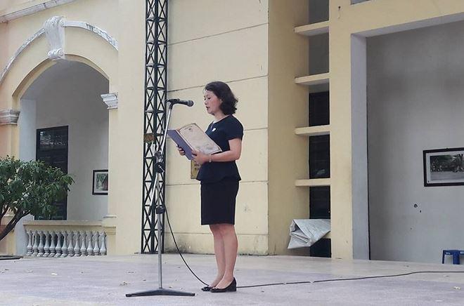 Bà Lê Mai Anh - Bí thư Đảng ủy, Hiệu trưởng Trường THPT Chu Văn An.