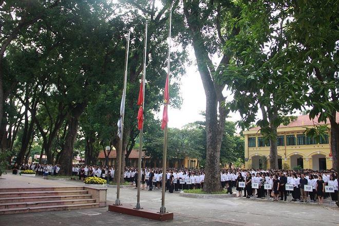 Cờ rủ tại trường THPT Chu Văn An