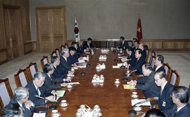 Tổng thống Hàn Quốc Kim Young-sam hội đàm với Tổng Bí thư Đỗ Mười tại Seoul, Hàn Quốc (Tháng 4/1995). Ảnh: Xuân Lâm - TTXVN