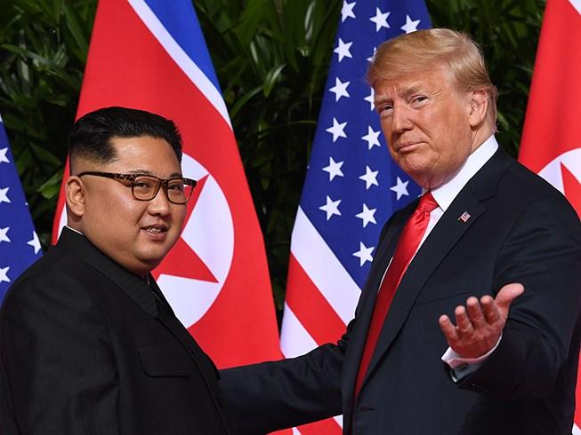 Tổng thống Trump (phải) và Chủ tịch Kim. Ảnh: AFP/GETTY