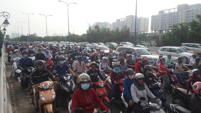 Các phương tiện tham gia giao thông kẹt cứng. (Ảnh: HT)