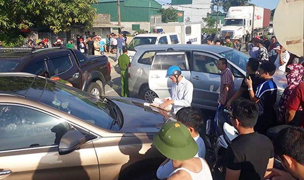 Hiện trường nơi xảy ra vụ ẩu đả, giao thông ùn tắc (ảnh Facebook X.U.Quang).
