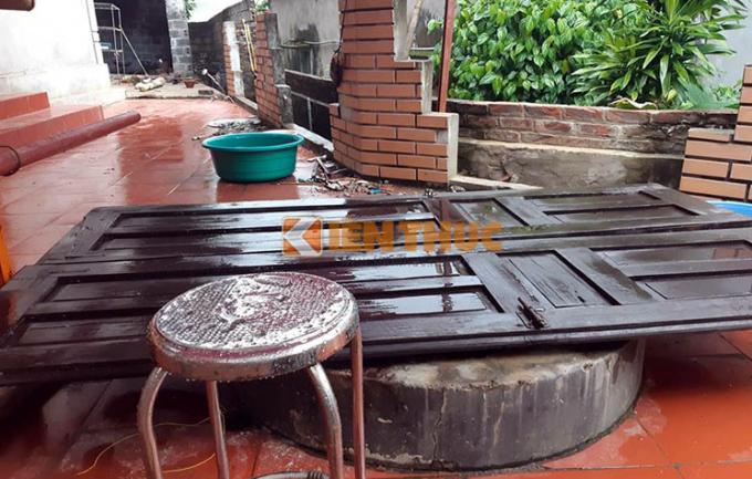 Theo lãnh đạo Công an huyện Lương Sơn, sáng cùng ngày thi thể của bà H., đã được lực lượng chức năng kéo lên từ dưới giếng lên. Ngoài ra, phía dưới giếng còn có nhiều đồ đạc, 1 con chó của gia đình và con dao gây án do Thương ném xuống.