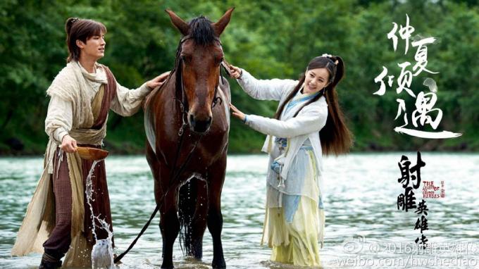 Xạ điêu anh hùng truyện(trong ảnh là bản phim truyền hình năm 2017) lấy bối cảnh nhà Tống suy vi, đế chế Mông Cổ của Thành Cát Tư Hãn trỗi dậy.