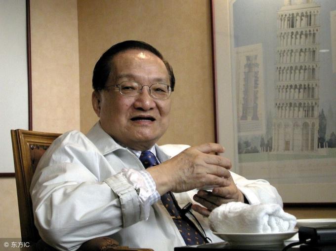 Kim Dung được xếp thứ tư trong Top 10 đại sư nghệ thuật tiểu thuyết Trung Quốc.