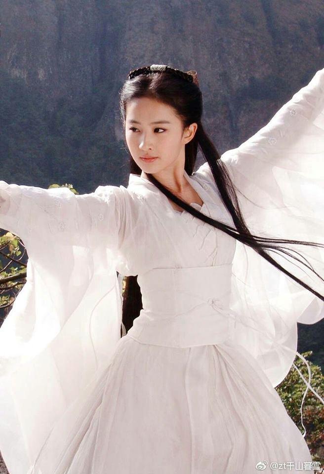 Cuộc đấu giữa Tiểu Long Nữ và Kim Luân pháp vương trongThần điêu hiệp lữcũng không khác gì một màn trình diễn âm nhạc.