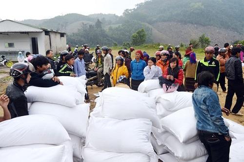 Người dân bị ảnh hưởng thiên tai được cấp gần 680 tấn gạo ở Nghệ An. (Ảnh: Bộ Tài chính)