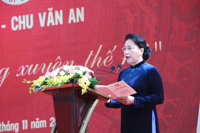 Theo Chủ tịch Quốc hội Nguyễn Thị Kim Ngân, đây là một trong số ít các ngôi trường phổ thông lâu đời và giàu truyền thống. (Ảnh: Đ. T).