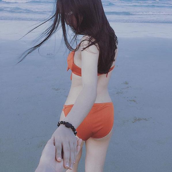 Trước ngày bạn trai chinh chiến ở AFF Cup, Nhật Lê đã khoe loạt ảnh đồ bơi gợi cảm khó cưỡng.