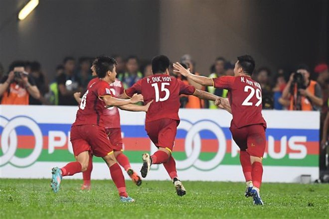 Pha ăn mừng bàn thắng vào lưới Malaysia của các cầu thủ Việt Nam trong trận lượt đi chung kết AFF Suzuki Cup 2018, Kuala Lumpur, Malaysia ngày 11/12/2018. (Ảnh: AFP/TTXVN)