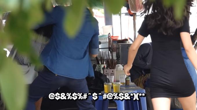 Cô gái quay video bị cặp đôi đánh lại - Ảnh cắt từ clip.