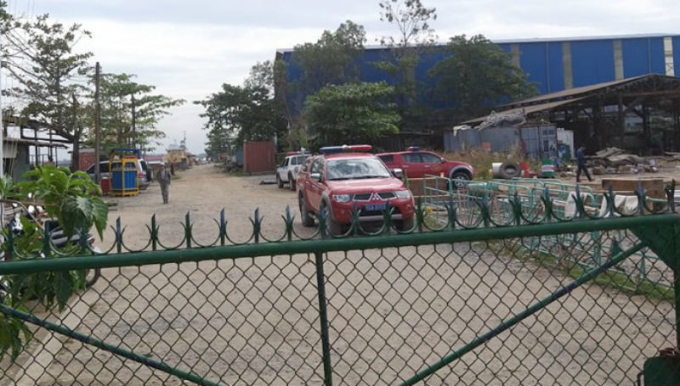 Nhiều xe của cảnh sát TP.HCM có mặt trong khuôn viên xưởng đóng tàu