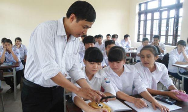 Giáo viên phải có phẩm chất kiên nhẫn, yêu nghề, mến trẻ. (Ảnh minh họa: baohungyen.vn)