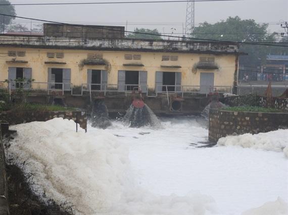 Ô nhiễm nước sông ở Hà Nam đang ở mức báo động 2.