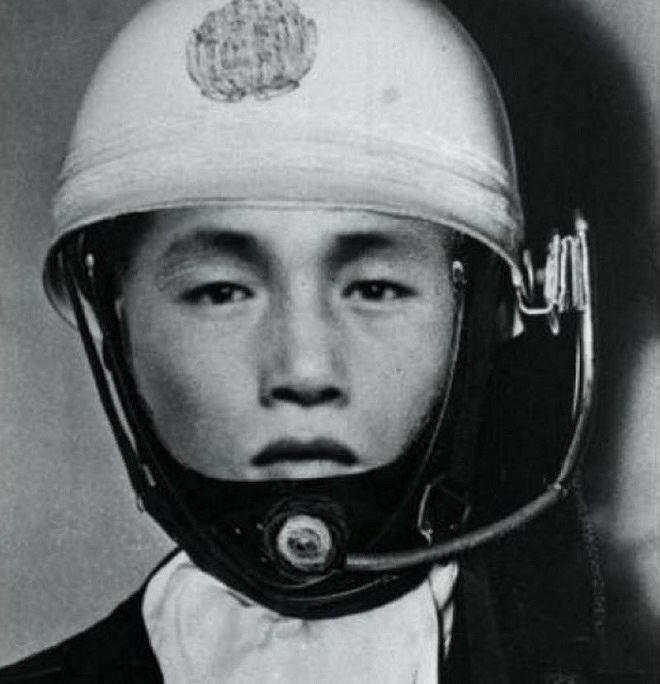 Phác thảo chân dung tên cướp giả mạo cảnh sát chặn xe chở tiền của Nihon Shintaku Ginko năm 1968.