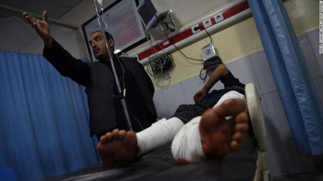 Nạn nhân của vụ đánh bom trong phòng cấp cứu bệnh việnWazir Akbar Khan .