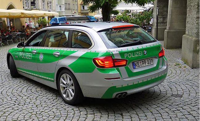 Cảnh sát Đức khám xét căn hộ của nghi phạm. (Nguồn: dtv.com/Vietnam+)