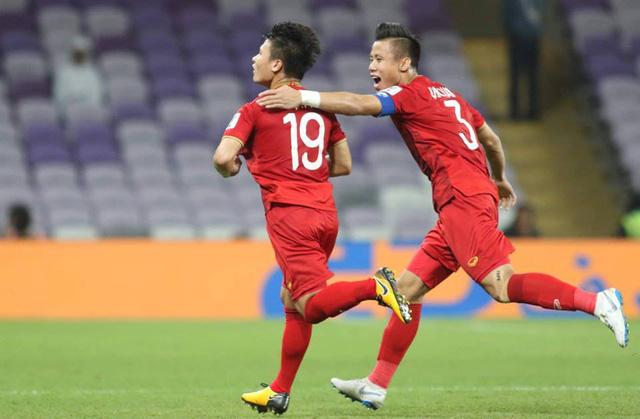 Sau Quang Hải, Quế Ngọc Hải nâng try số lên 2-0 cho Việt Nam ở hiệp 2 sau quả 11m thành công