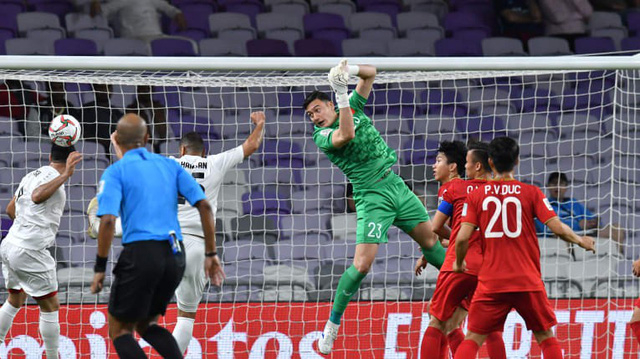 Thủ thành Văn Lâm chơi ổn định và góp phần giúp Việt Nam giữ sạch lưới