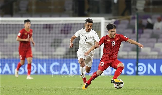 Tiền vệ Quang Hải (19) tiếp tục có một trận thi đấu ấn tượng, trong đó có pha sút phạt đẳng cấp mở tỷ số trận đấu ở phút thứ 39. Ảnh: TTXVN.