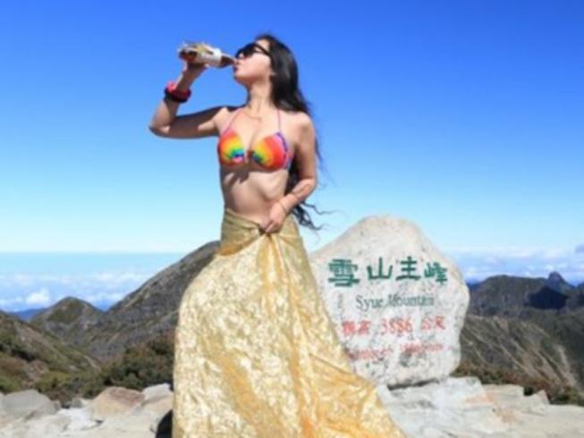 Cô Wu Chi-yun thường leo núi một mình với trang phục